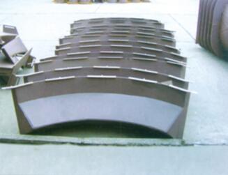 导向装置衬板支承板